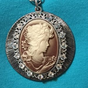 Jewelry - Stunning cameo necklace ringed by rhinestones